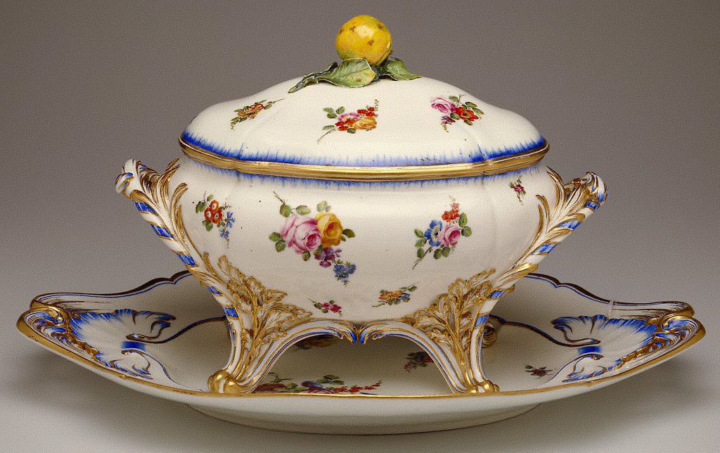 Covered Tureen and Underplate