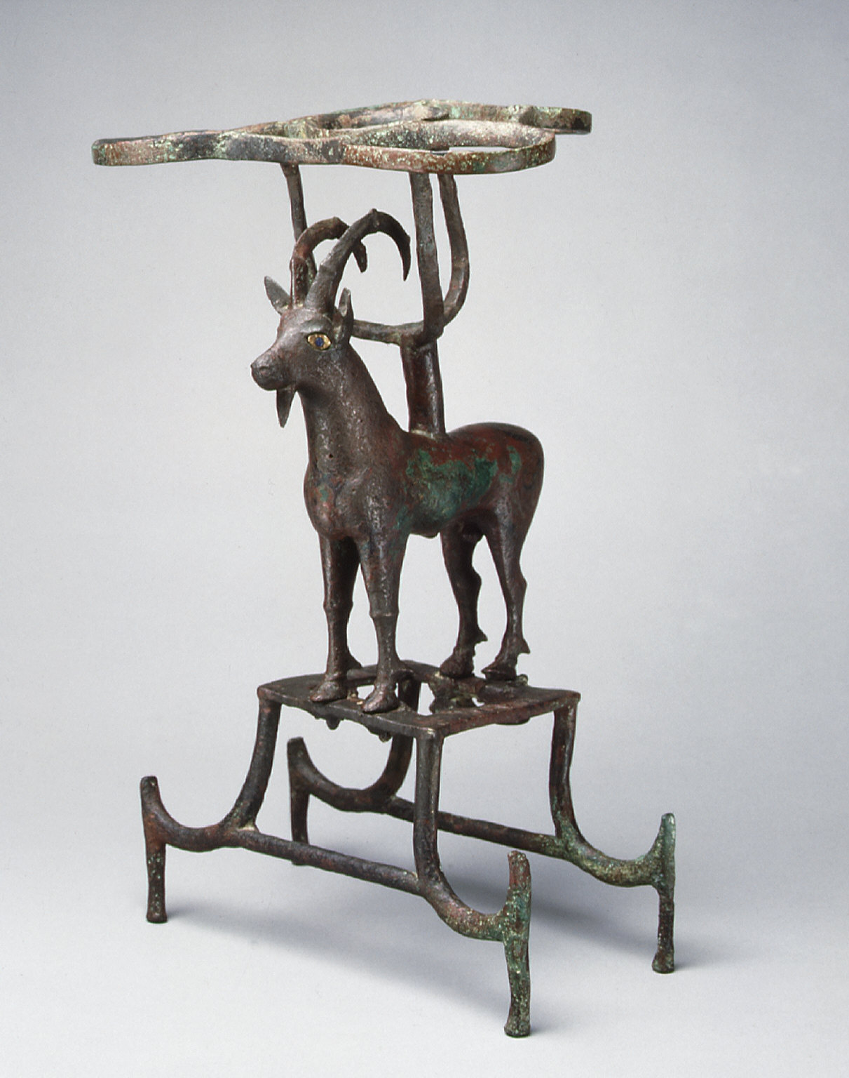 Vessel stand with ibex support