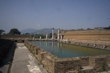 Peristyle pool building